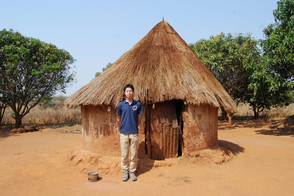 サバナ気候でみられる土づくりの住居