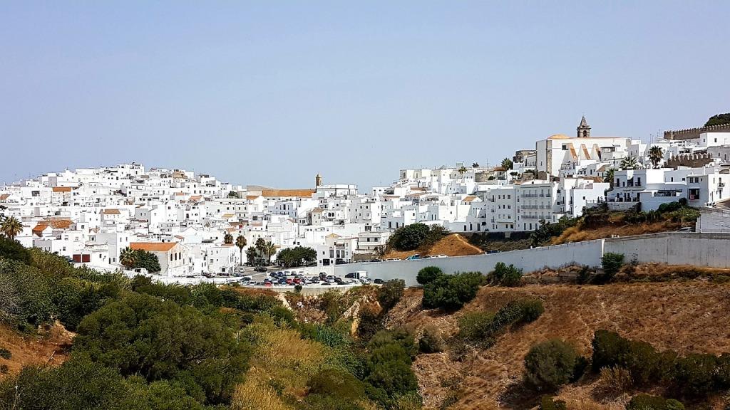 地中海沿岸で見られる壁を白く塗った家
